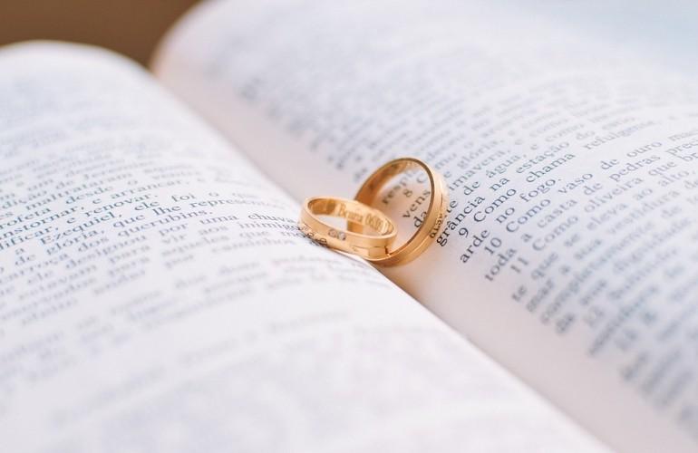 Kết hôn - yêu thương hay ràng buộc?