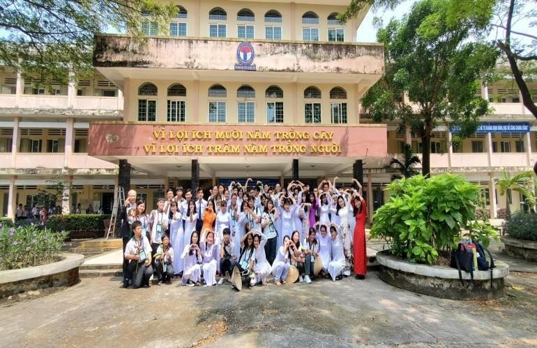 Giao lưu giáo dục Việt - Đài --- Đoàn THPT ChangYie tìm về đất mẹ